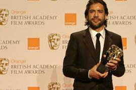 Spanish actor Javier Bardem poses with his Best Supporting Actor award.